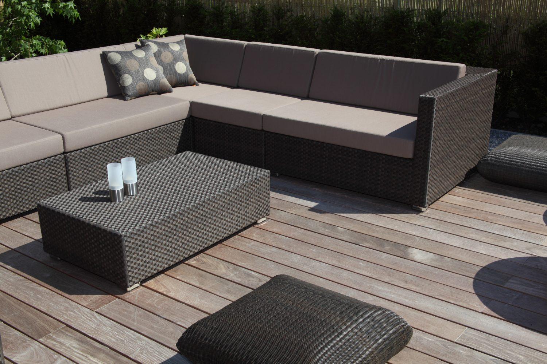Terrassendielen – Terrasse mit Gartenmöbel