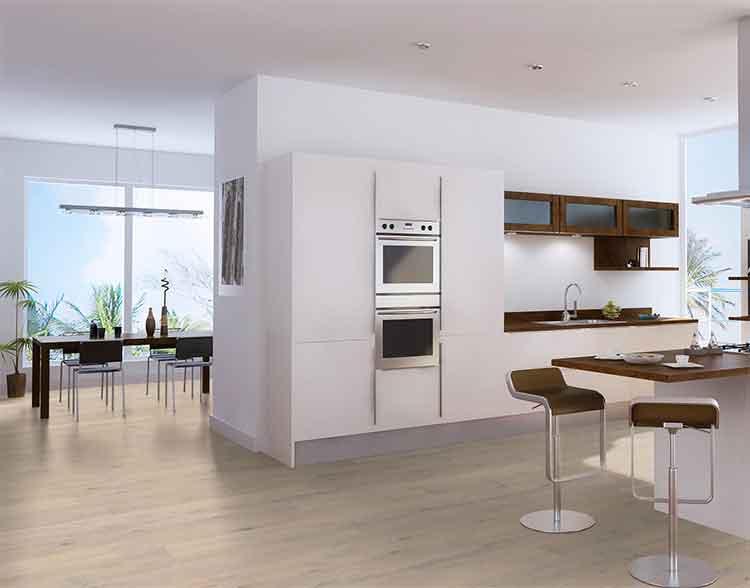 Landhausdiele Eiche Ellsworth von Woodline Parquetry in einer modernen Küche