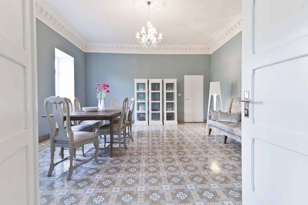 VIA Zementmosaikplatten im Wohnzimmer