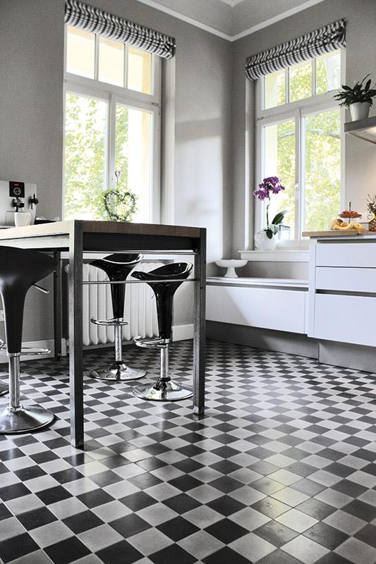 VIA Zementmosaikplatten - Schwarze und weiße Uni-Platten