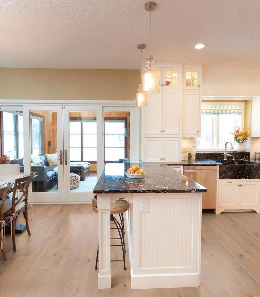 Küche mit Landhausdielen von Woodline Parquetry