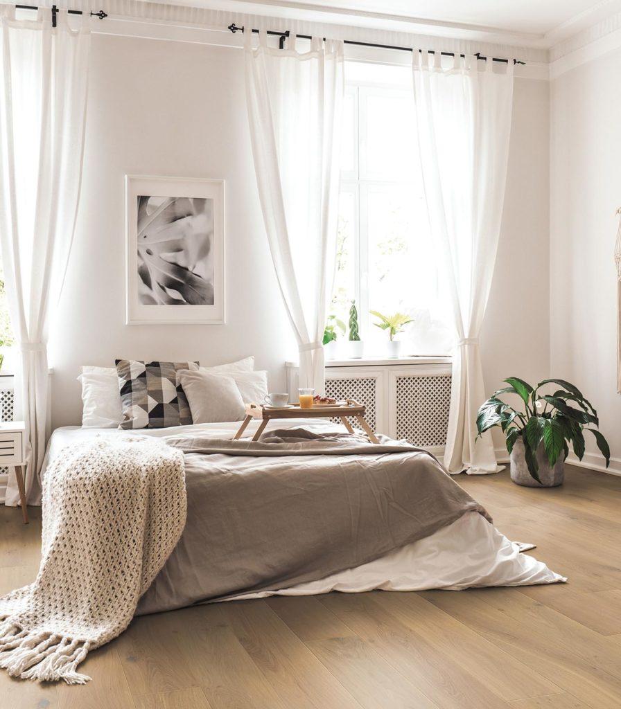 Schlafzimmer mit Eichendielen